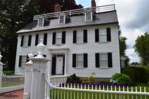 Salem mansion used in movie HOCUS POCUS